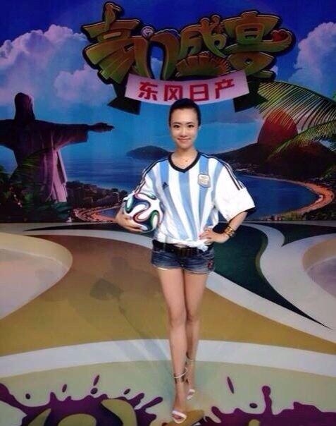 """央视美女主播示爱梅西 成阿根廷""""幸运女神"""""""