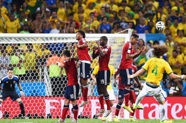 销魂大卫!巴西铁卫2场2球 右脚落叶斩保晋级