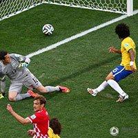 高清:世界杯首球产生 巴西队自摆乌龙