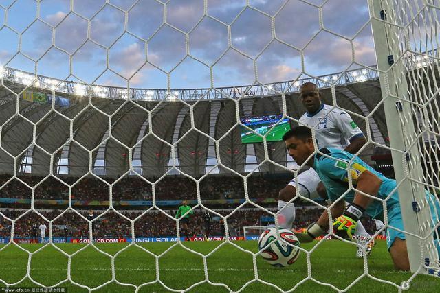 门线技术首度发威!本泽马造法国队第2个进球