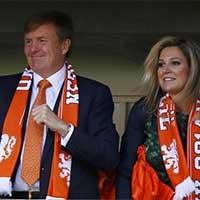 荷兰国王和王后现场助威荷兰队