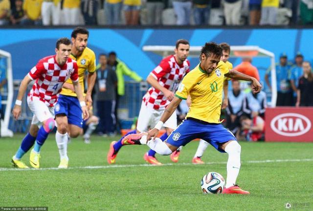 段嘉元:巴西获点球并非误判 主场哨标准不一
