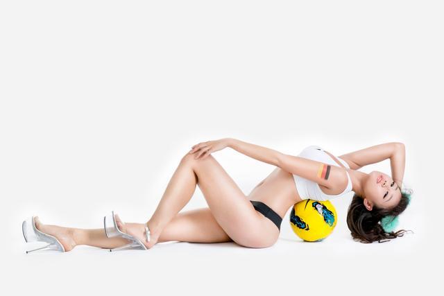 世界杯7月1日美女看彩:德国或将吊打阿尔及