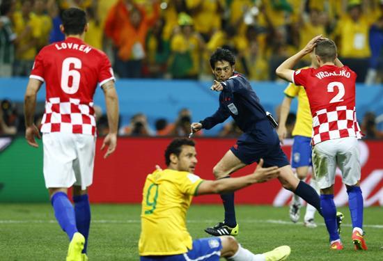 巴西反超点球竟是误判?温格:这判罚太可耻