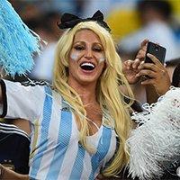 阿根廷性感女球迷激情助威-双峰瞩目