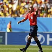 南非世界杯决赛主裁韦伯首场亮相巴西