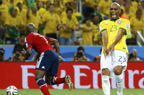 巴西铁卫终迎本届首秀 第一右后卫变身抢断王