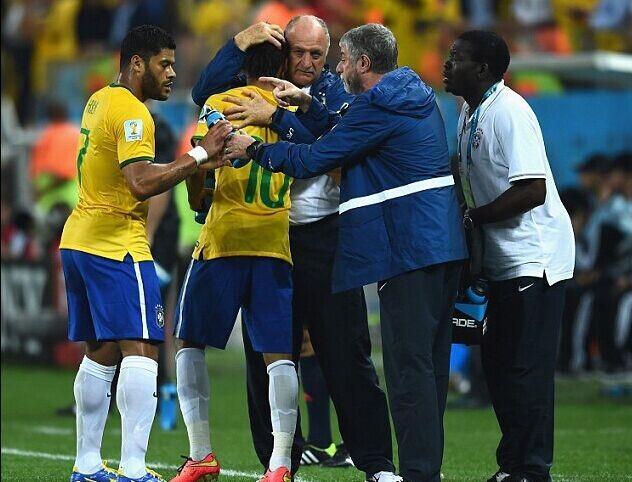 巴西主帅:看了10遍仍是点球 裁判是唯一标准