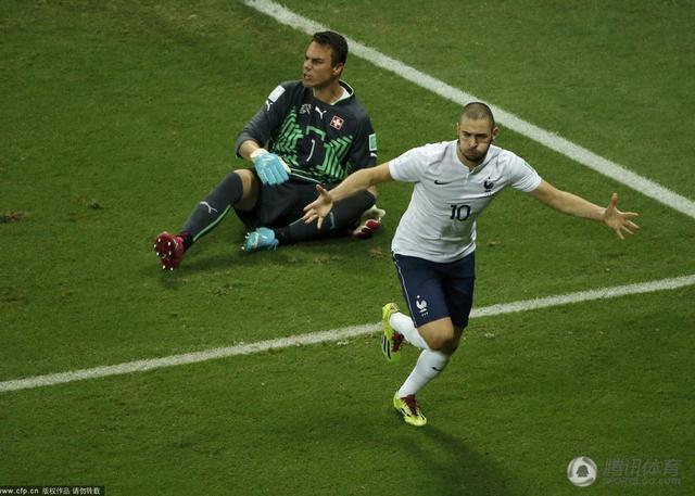 世界杯-法国5-2大胜瑞士 本泽马失点仍2传1射