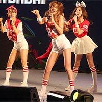 韩国艺人登台表演为球队加油