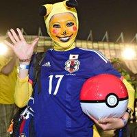 日本球迷夸张装扮助威国家队