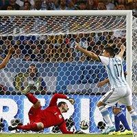 梅西任意球造乌龙