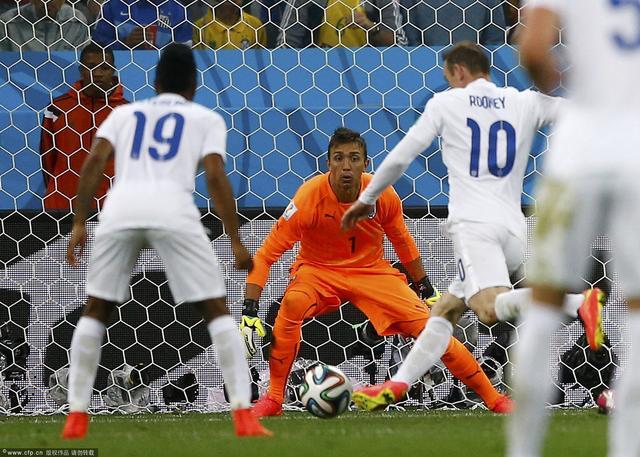 乌拉圭教英格兰踢球 被轻视门将助攻绝杀球