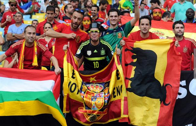 西班牙球迷不相信奇迹 提前退场又遭鼓掌嘲讽
