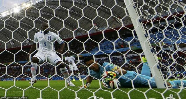 法国队得益于门线技术 法媒普遍表态值得推广