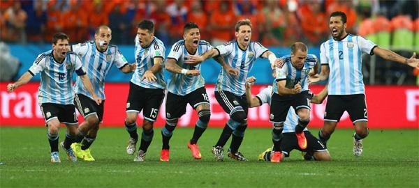 世界杯-阿根廷点球4-2淘汰荷兰 决赛战德国