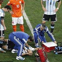 阿根廷马斯切拉诺头部被撞