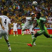 伊朗球员比赛中搏命式防守