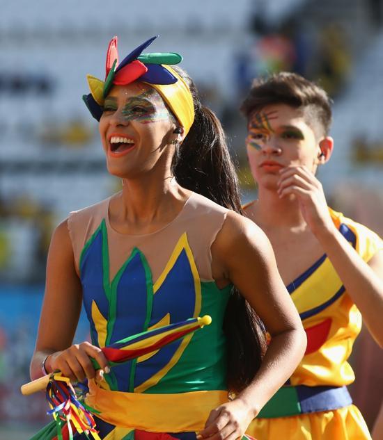 桑巴舞风情闪耀开幕式 舞动巴西为世界杯预热
