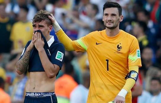 法国锋将痛哭球衣捂脸 憾别世界杯洒男儿泪