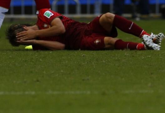 悲催!救球不成反被拉伤 葡飞翼或伤别世界杯