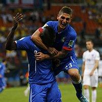 巴洛特利进球后和队友疯狂庆祝