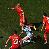 瑞士三人围防阿根廷迪马利亚