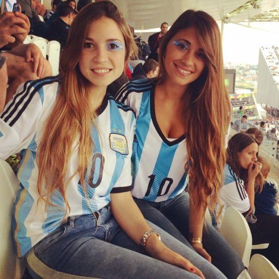 梅西女友看台晒事业线 赛后狂呼:阿根廷万岁