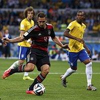 K神射穿巴西城门打进世界杯第十六球
