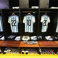 阿根廷更衣室局部一览梅西战袍抢镜