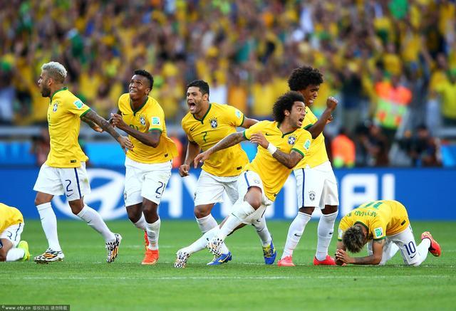 巴西比赛日首都变空城 球迷狂按喇叭庆祝晋级