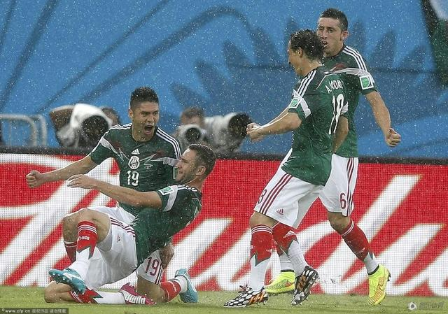 世界杯-墨西哥1-0喀麦隆 2好球被吹神塔绝杀