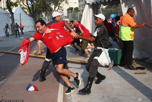 国际足联强烈谴责暴力行为 非法闯入者被关押