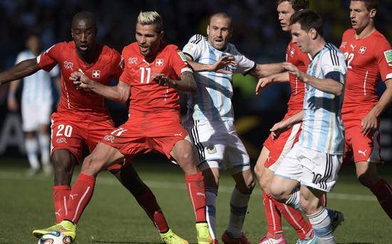 阿根廷险胜难掩一软肋 53次传中竟难造1进球