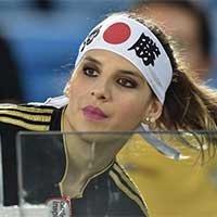 美女球迷助威世界杯 日本美女抢眼