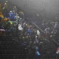 纳塔尔突降大雨难熄球迷热情