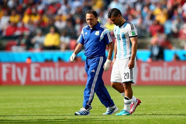 阿根廷出线日阿圭罗伤退 英媒:或就此伤别