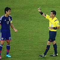 日本长谷部诚因危险动作得到一张黄牌