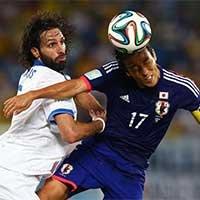 日本长谷部诚与希腊球员争顶