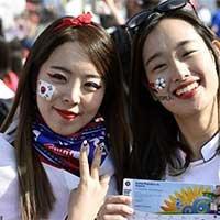 韩国女球迷现场观战青春靓丽抢眼