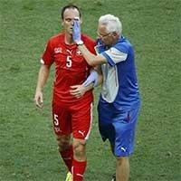 瑞士冯贝尔根脸部流血受伤离场