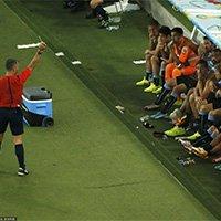 乌拉圭替补席上卢加诺因反应过激被黄牌警告