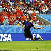 高清:荷兰队范佩西神来之笔扳平比分