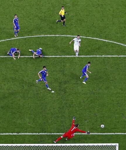 1V6!梅西进球波黑6人膜拜 球王破荒就是经典