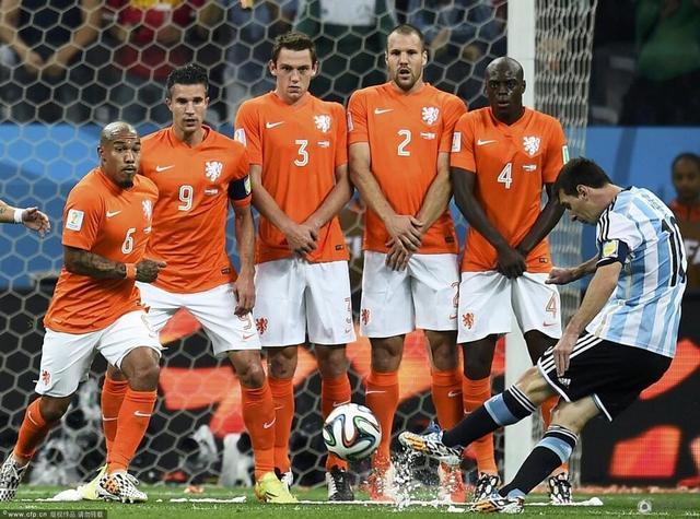 德容在荷兰防线难破 他若能踢全场结果或不同