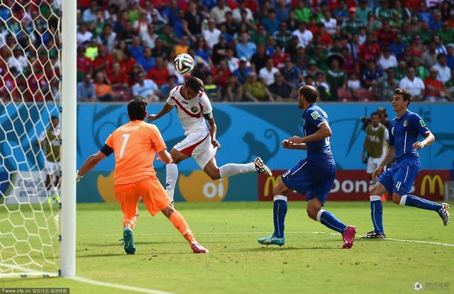 世界杯小组赛盘点:三大冠军齐出局 苏牙最火