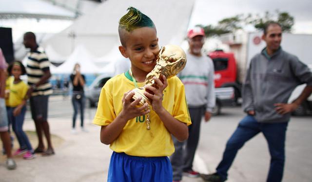 【舌战】张晓舟:足球不是用来从娃娃抓起的