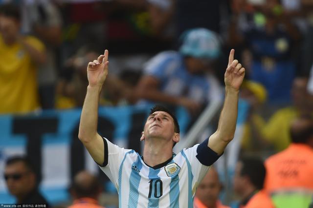 陪苏童观战阿伊大战 点评世界杯已成逆向思维
