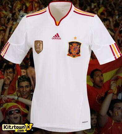 斗牛士首战换装!FIFA强令西班牙穿白衣战荷兰