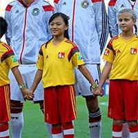 世界杯决赛首现中国球童 10岁女孩创历史
